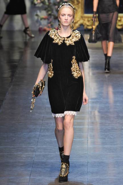 elle-dolce-gabbana-fall-2012-runway-baroque-dress-xln-lgn