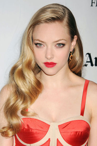 hbz-holiday-hair-amanda-Seyfried-lgn crushing waves