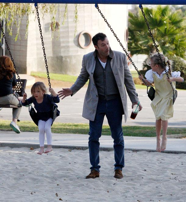 Ben Affleck com as filhas Violet e Seraphina