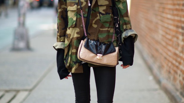CAMO-CAMOUFLAGE-ARMY-JACKET-BLACK-DENIM-TEE-ANKLE-BOOTS-CROSS-BODY-BAG-1-Le-21eme-Arrondissement-Kristine-Drinke-Nolita-New-York-City-Street-Style-Fashion-Blog-620x350