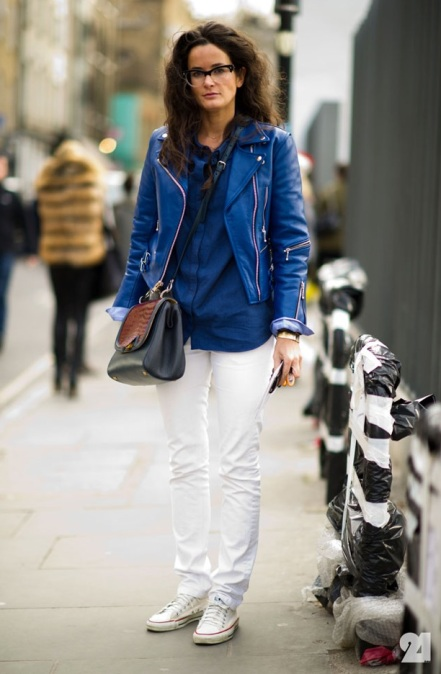 COBALT-BLUE-MOTO-JACKET-WHITE-DENIM-CROSS-BODY-BAG-WHITE-CONVERSE-CHUCKS-SNEAKERS-Le-21eme-Arrondissement-Lucy-ChadwicK-London-Fashion-Week-Street-Style-