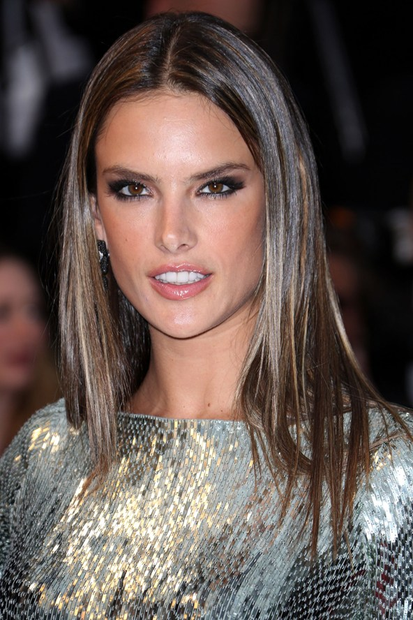 Alessandra-Ambrosio-Vogue-23May13-Rex_b_592x888_1