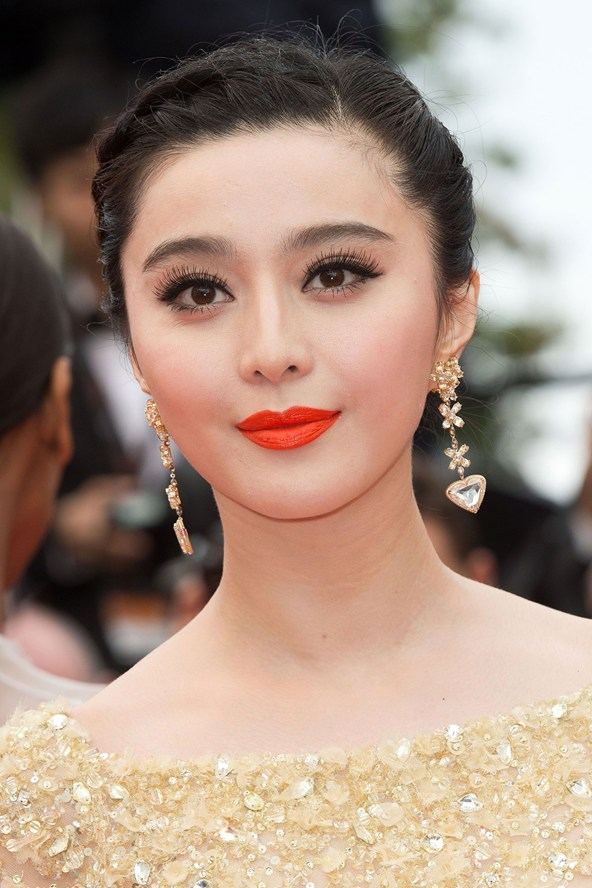 Fan-Bingbing-Vogue-16May13-Rex_b_592x888