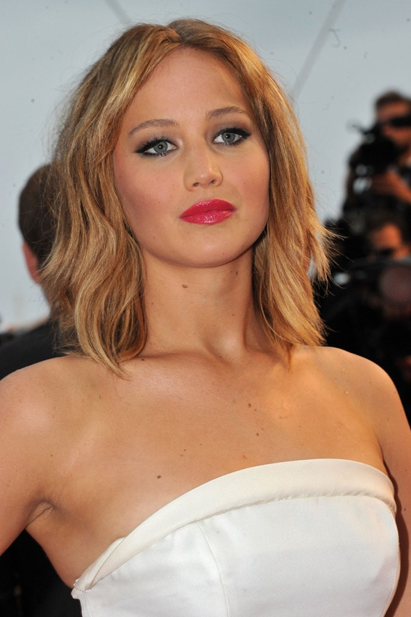 jennifer-lawrence-b_vogue_20may13_rex_b_592x888