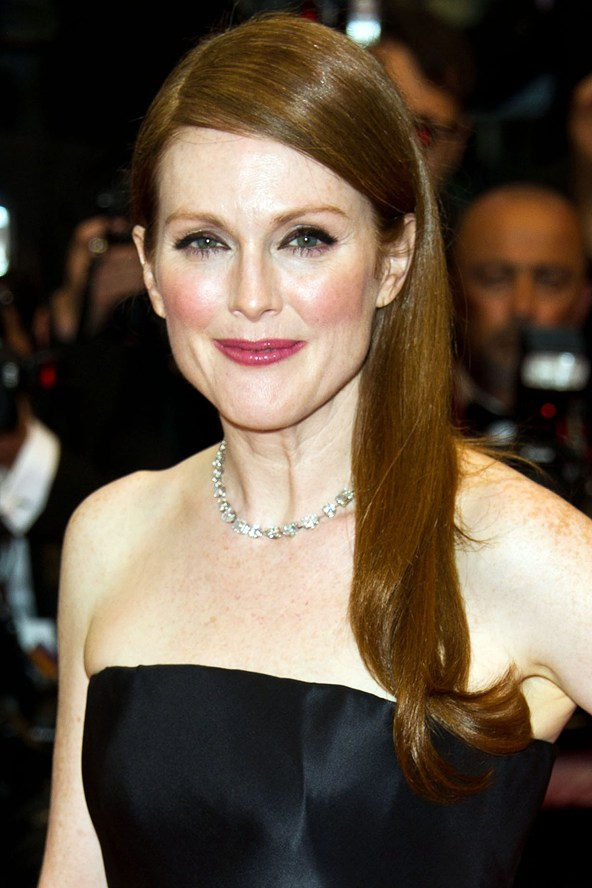 Julianne-Moore-Vogue-16May13-Rex_b_592x888_1