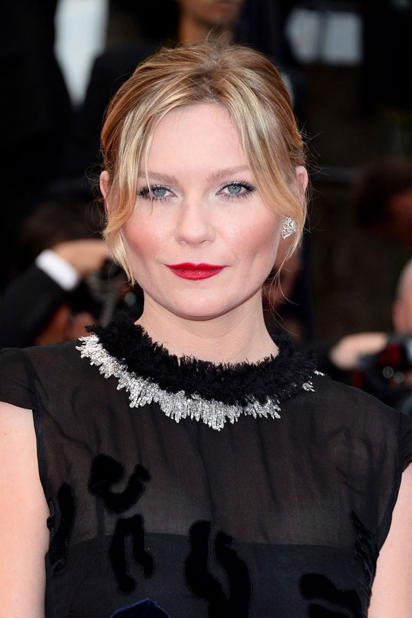 kirsten-dunst-b_vogue_20may13_rex_b_592x888