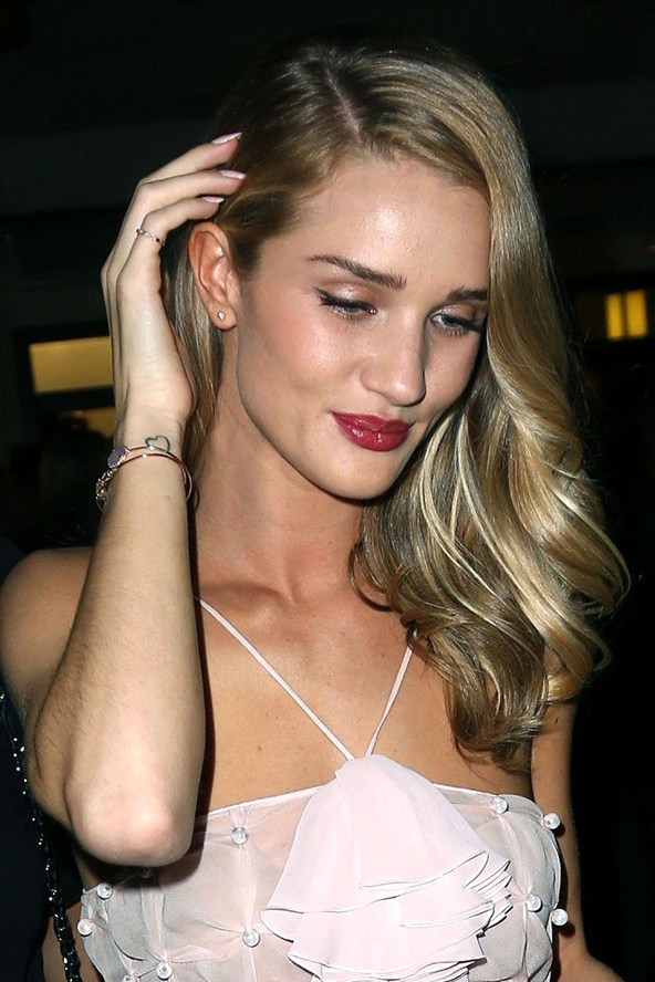Rosie-Huntington-Whiteley-Vogue-23May13-Rex_b_592x888_1