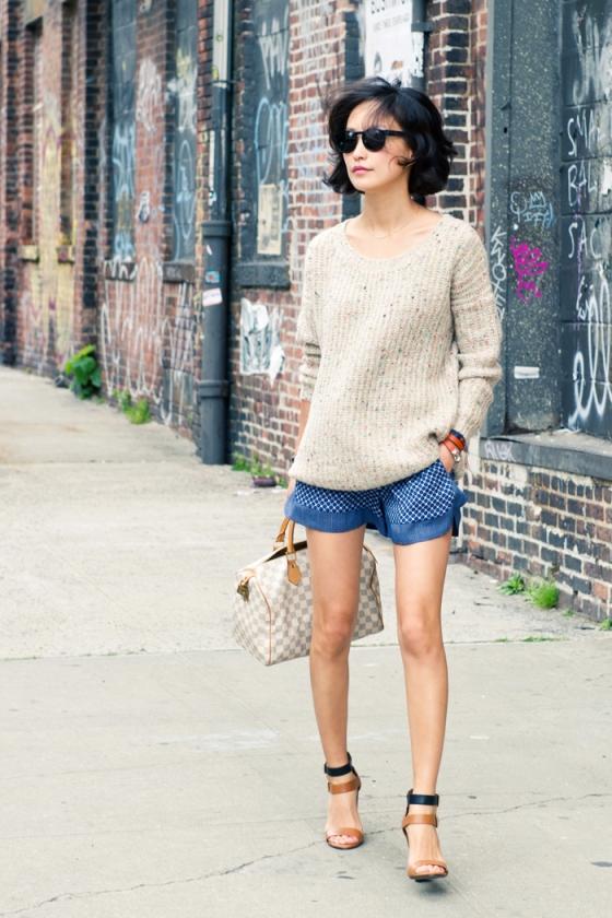 misspouty blog oversized sweater print zara shorts strap sandals lv speedy hermes rivale bracelet retro sunglasses street style fashion17