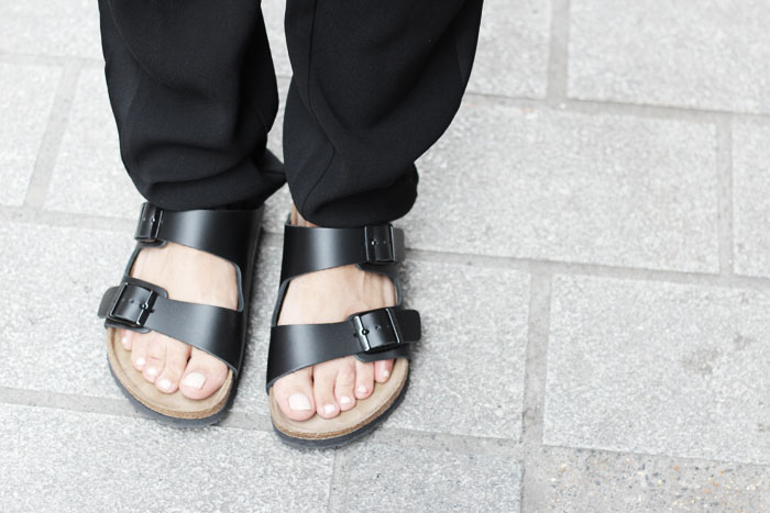 fashion-guitar-birkenstocks