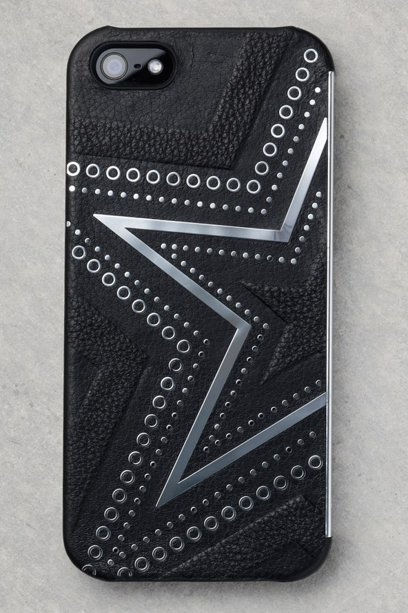 Kate-Moss-Carphone-warehouse-4-Vogue-19Jul13_b_592x888