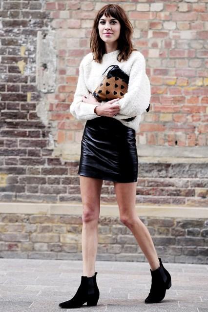 Alexa-Chung-Vogue-17Sept13-Rex_b_426x639